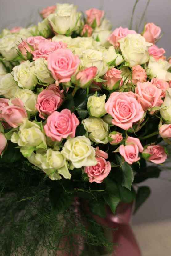 Bouquet di rose miste bianche e rosa – IMG 9065 e1588955093465