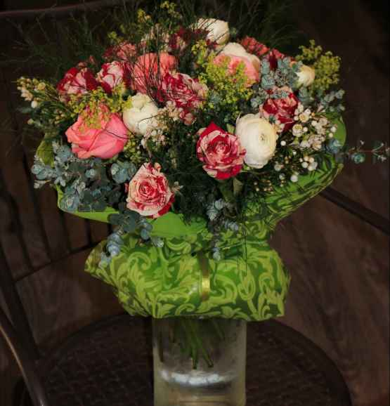Bouquet di rose miste e ranuncoli – IMG 9112 2 e1589012540837