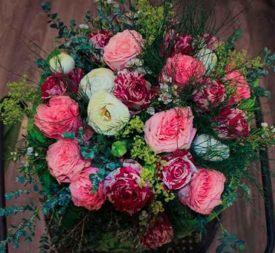 Bouquet di rose miste e ranuncoli – IMG 9115 3 e1589012567157