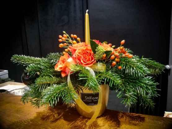 Composizione centrotavola con abete e fiori freschi – IMG 20201223 09310328129