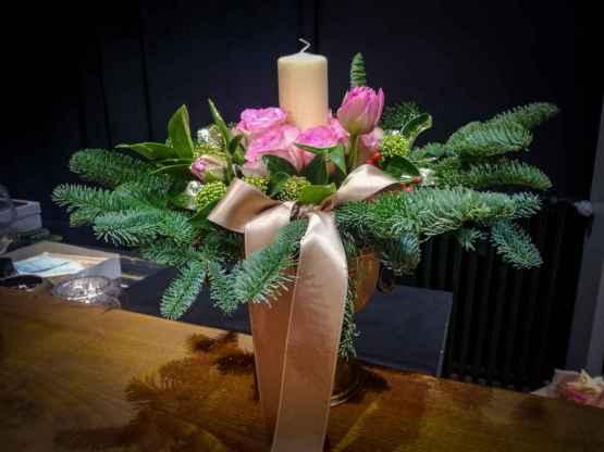 Composizione centrotavola con abete e fiori freschi – IMG 20201223 093149 3 1