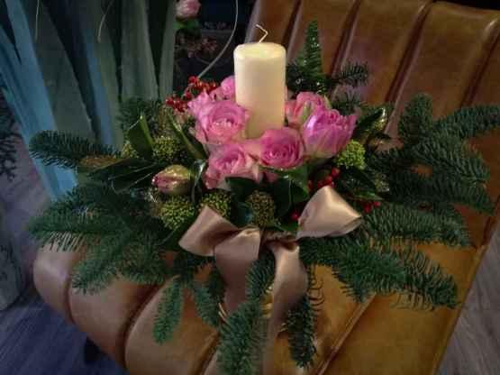 Composizione centrotavola con abete e fiori freschi – IMG 20201223 131207