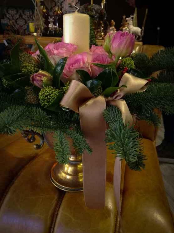 Composizione centrotavola con abete e fiori freschi – IMG 20201223 131219